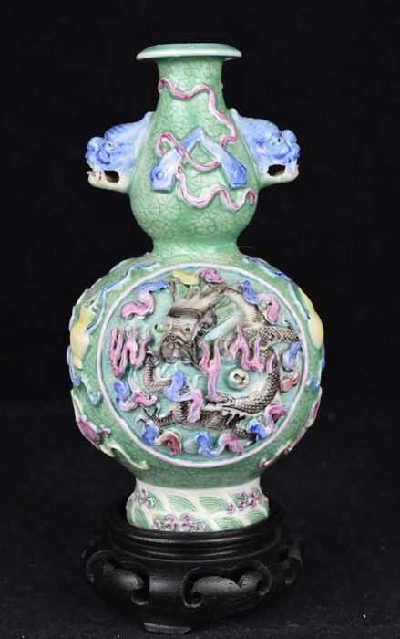 Vase (1) - Famille rose - Porcelain - Dragon - Qianlong marked on the bottom - China - Republic period (1912-1949)