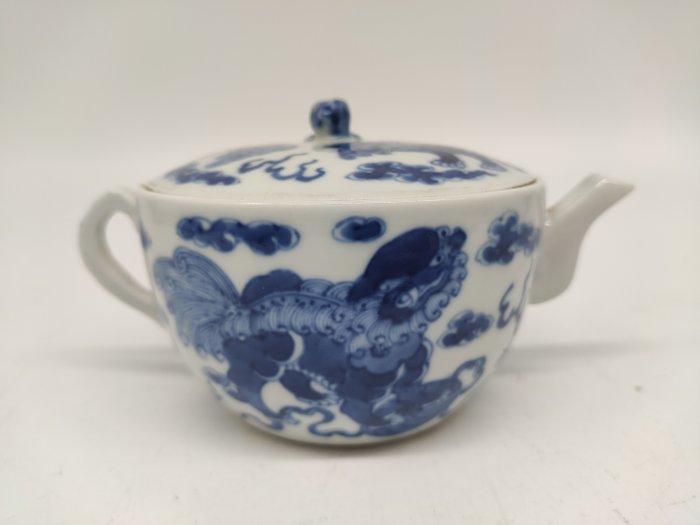 Teapot - Blue and white - Porcelain - Foo dog - China - 19th century - Catawiki