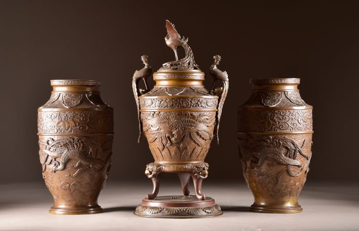 Three-part bronze Japanese Incense Burner with 2 vases, (3) - Bronze - With Fenix and tarragon - Japan - 19th century - Catawiki