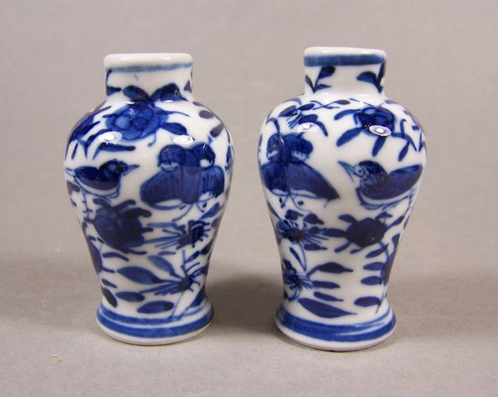 Vases (2) - Blue and white - Porcelain - Birds - A pair of blue and white decorated small baluster vases, 2nd half 19th century - China - Late 19th century - Catawiki