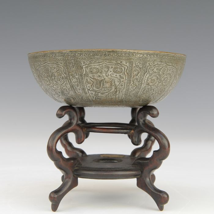 Beautiful finely engraved bowl (1) - Silver plated bronze - Persia - 19th century