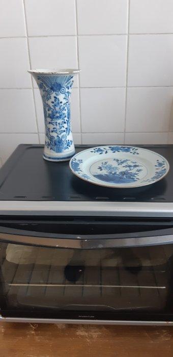 Plate, trumpet vase (2) - Blue and white - Porcelain - Flowers, landscape - China - Qianlong (1736-1795) - Catawiki