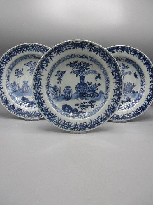 Plates (3) - Porcelain - China - 18th century