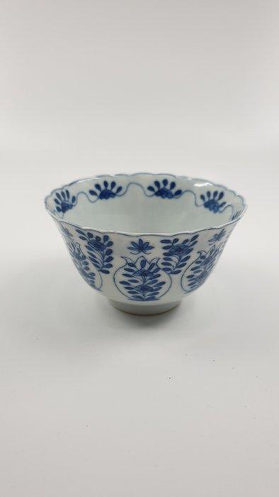 Bowl (1) - Blue and white - Porcelain - Flowers - Kangxi revival kom - China - 19th century