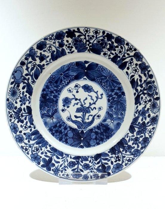 Plate (1) - Blue and white - Porcelain - Flowers - Marked Kangxi plate Ø 24.7 cm - China - Kangxi (1662-1722) - Catawiki