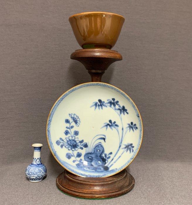 Cup, Saucer (2) - Porcelain - Chrysanthemum and bamboo besides pierced rock - China - Kangxi (1662-1722)