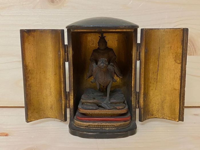 Travel altar with monk on horse in golden zushi case - Lacquer and gilded wood - Japan - Meiji period (1868-1912)