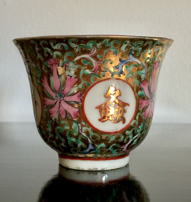 Wine cup - Porcelain - Qianlong Mark! - China - Early 20th century