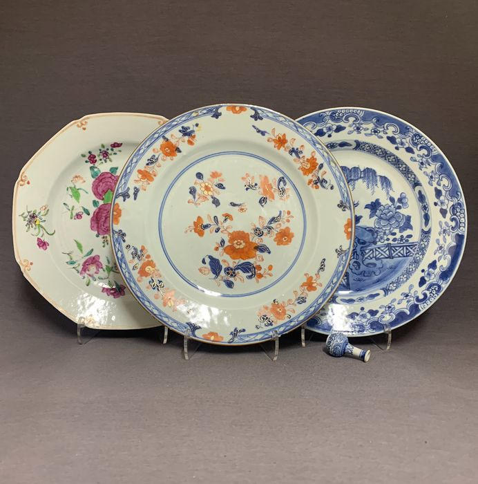 Plates (3) - Porcelain - Chinese - Peonies, floral sprays and weeping willow behind fence on a pierced rock - China - Yongzheng (1722-1735)/Qianlong (1735-1796)