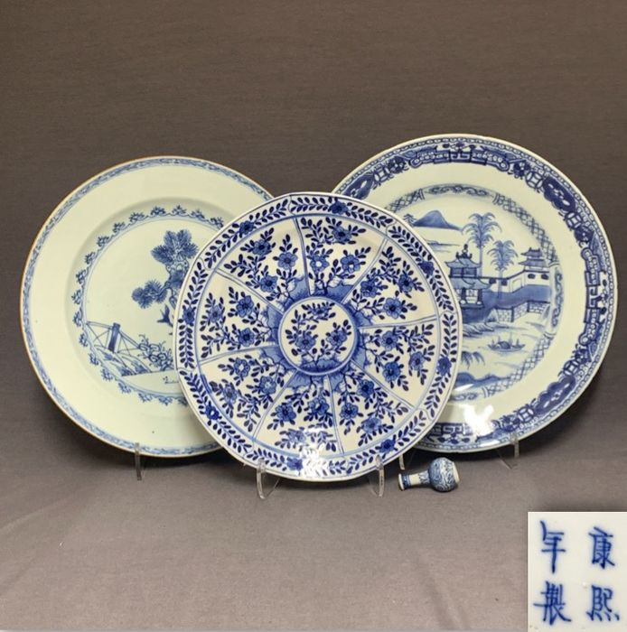 Plates (3) - Porcelain - Chinese - Florals, pine tree, houses and fishermen - China - Qianlong period (1735-1796) and later