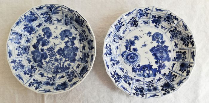Grooved saucers (2) - Blue and white - Porcelain - Bird, Flowers, Butterfly - China - Kangxi (1662-1722)