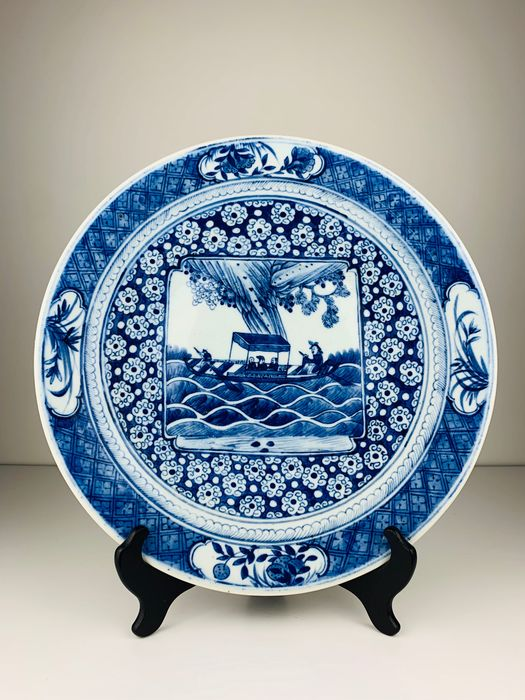 Large Chinese charger with boat in high sea - Six character Kangxi mark - Porcelain - China - Late 19th century