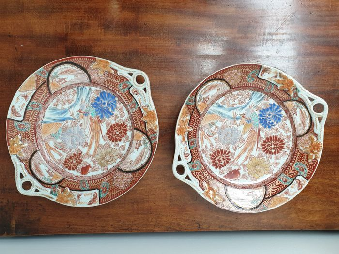 Nice pair of 2 small dishes (2) - Arita, Imari - Porcelain - With mark 'Zoshuntei Seiho zo' 蔵春亭西畝造 - Japan - Meiji period (1868-1912)