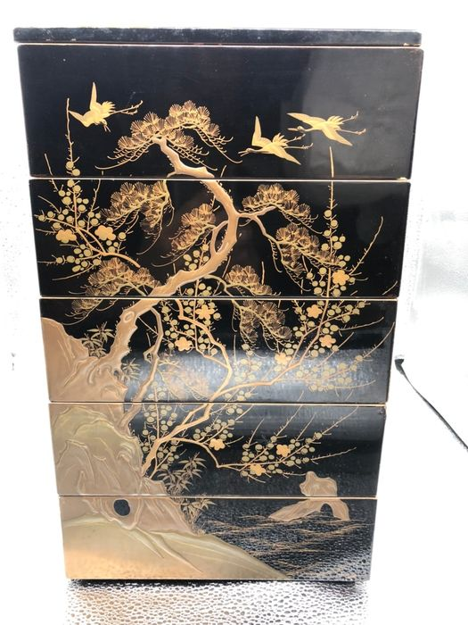 Lacquer ware/Urushi ware, Jubako - Lacquered wood - Pine tree and flying crane - Japan - Meiji period (1868-1912)