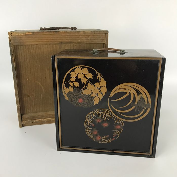 Lacquer ware/Urushi ware - Wood - Antique Lunch Box with Flower in circle pattern - Japan - Late 19th century