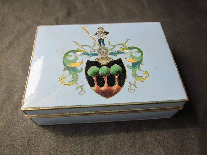 Inaba, Kyoto enamel box with coat of arms - Enamel, Silverplate - Japan - Taishō period (1912-1926)