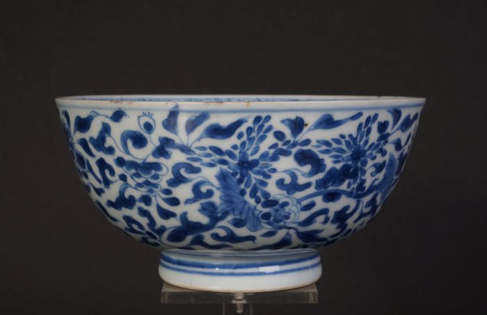 very beautiful Blue and white kangxi bowl with flower decoration (1) - Blue and white - Porcelain - China - Kangxi (1662-1722)