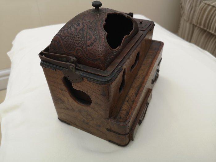 Tobacco box (1) - Copper red - Copper, Wood - Dragon - Tabako Bon - Japan - 17th century