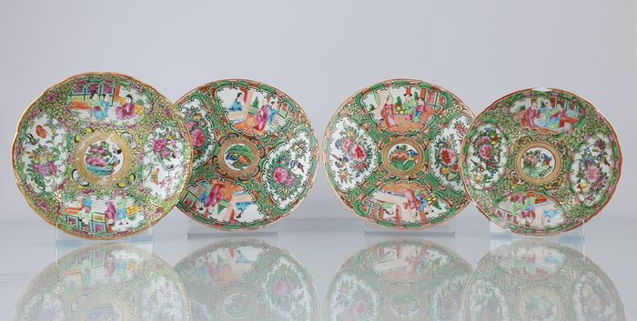 Saucers (4) - Famille rose - Porcelain - 4 Very nice Famille Rose Saucers - China - 19th century