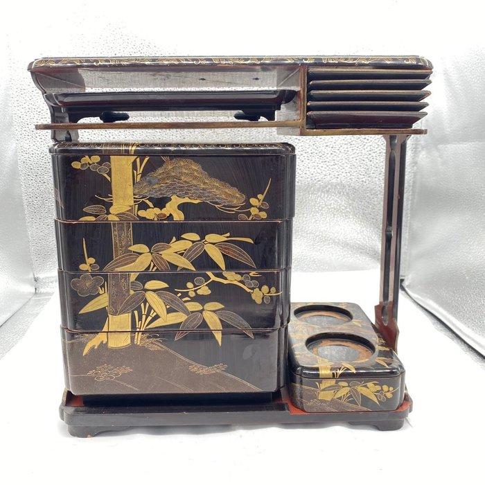 Sage-jubako box - Gold, Lacquered wood - Very fine Japanese traditional landscape painting design sage jubako (picnic set) - Japan - Edo Period (1600-1868)