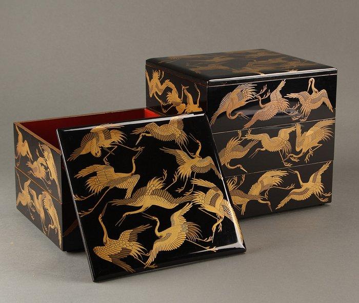 "Jubako (1) - Gold, Lacquer, Wood - Very fine jubako with ""dancing cranes"" design - including original tomobako - Japan - 19th century"
