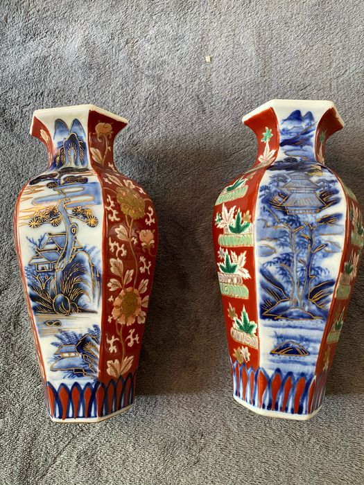 Vase (2) - Imari six sided - Porcelain - Flowers - boom bloem huis - Japan - 19th century