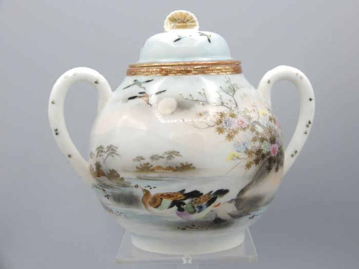 Very finely painted sugar pot with birds decor - Porcelain - Japan - Taishō period (1912-1926)