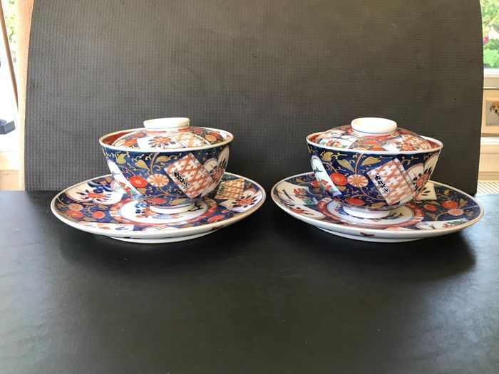 Two Gaiwan lid bowls and saucers - Imari - Porcelain - Imari - Japan - 19th century