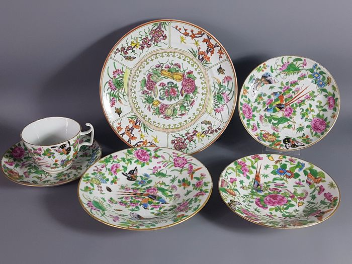 盘子 Pánzi Plates, Cup & Cups (6) - Famille rose - Porcelain - Curcubitaceae, butterflies and birds - Canton - China - Late 19th century