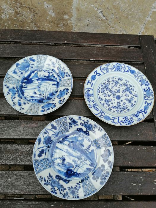 Three Chinese blue and white porcelain plates (3) - Porcelain - China - 18th century