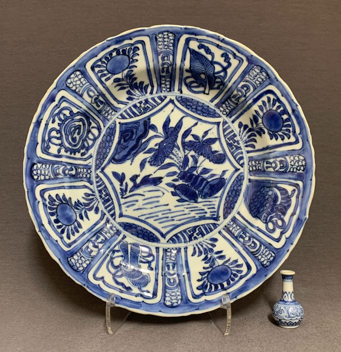 Plate - Kraak porcelain - Porcelain - Chinese - Duck in lotus pond - China - Wanli (1573-1619)
