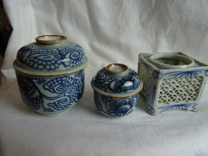 Two Qianlong tea caddy and Kangxi pot (3) - Porcelain - Qianlong - China - 18th century