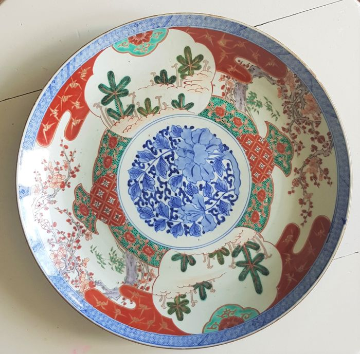 A large porcelain plate - Fuki Choson - Japan - Meiji period (1868-1912)