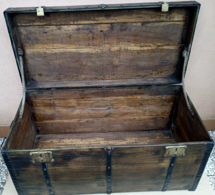 malle bois fer fonte fer forge