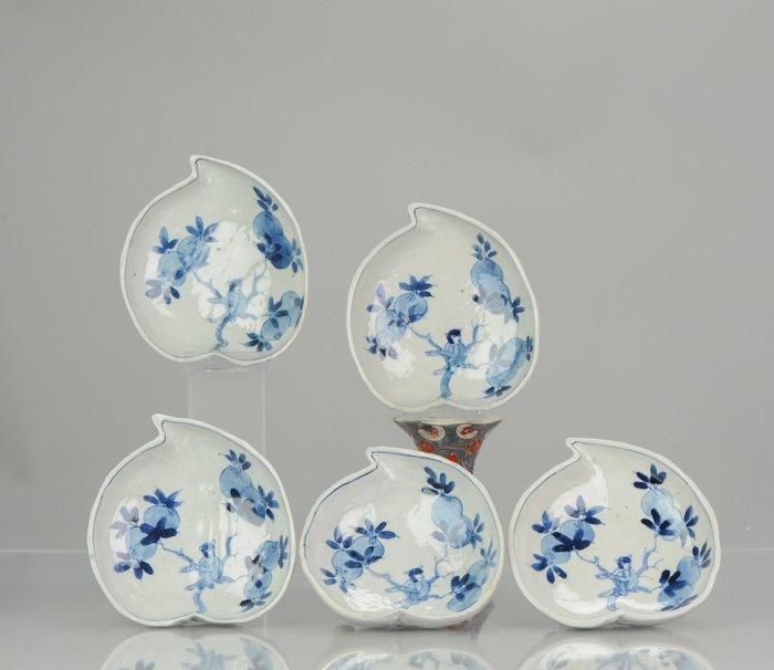 Dish (5) - Blue and white - Porcelain - Chinese Porcelain Kaiseki Peach Dishes - China - 17th century