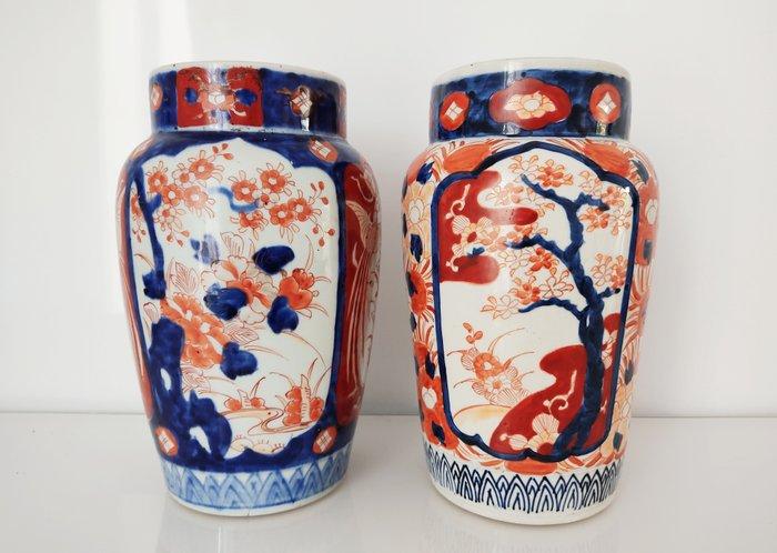 Set of two vases (0) - Imari - Porcelain - Japan - Meiji period (1868-1912)
