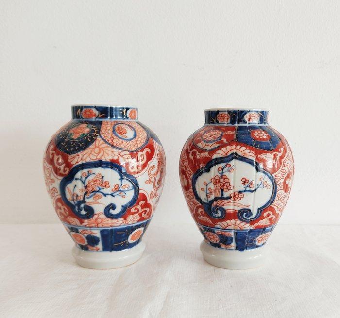Pair of small vases - Porcelain - Japan - Meiji period (1868-1912)