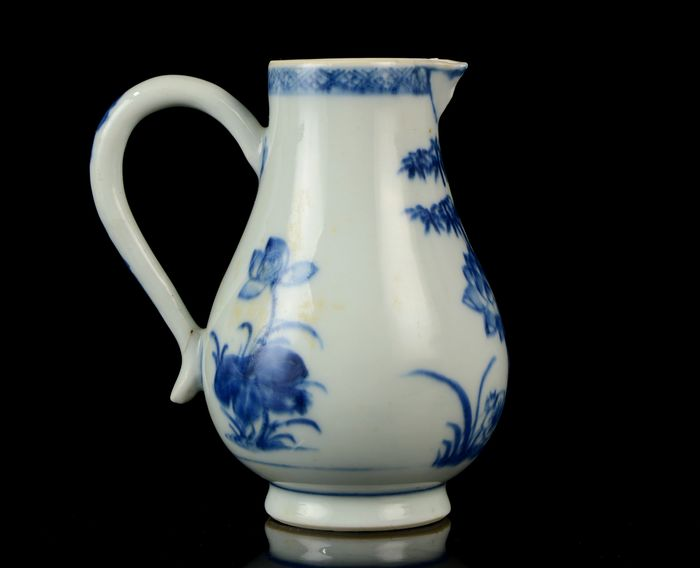 A Chinese milk jug - Blue and white - Porcelain - No reserve price - China - Qianlong (1736-1795)