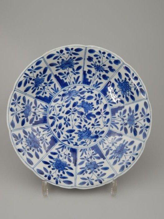 Dish - Blue and white - Porcelain - China - Kangxi (1662-1722)