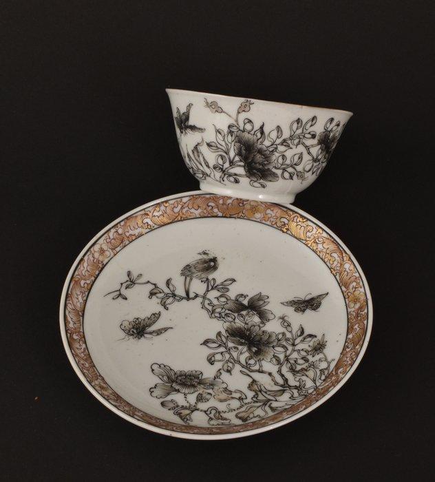 A VERY FINE CHINESE ENCRE-DE-CHINE AND GILT TEA BOWL - Porcelain - China - Yongzheng (1723-1735)