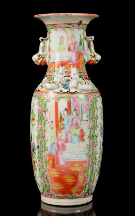 Baluster vase - Canton, Famille rose - Porcelain - Mandarins, flowers - China - Guangxu (1875-1908)