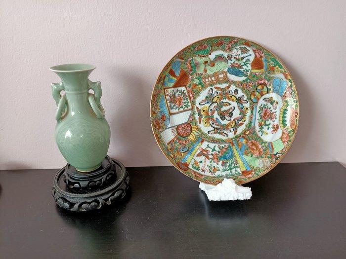 Plates, Vase (2) - Porcelain - China - Qing Dynasty (1644-1911)