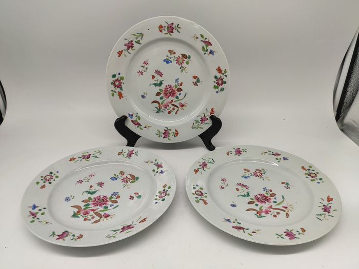 Plates (3) - Famille rose - Porcelain - Flowers - China - 18th century