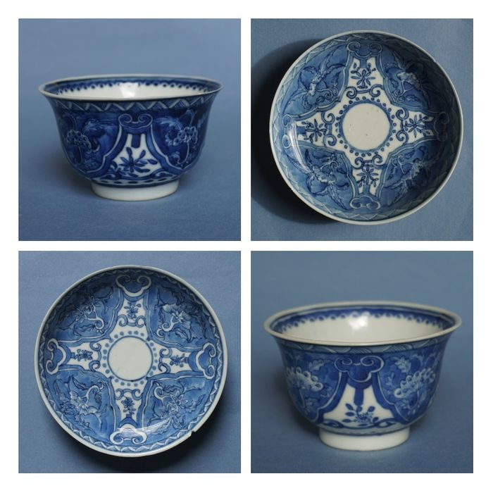 set of Kangxi revival cups and saucers (4) - Blue and white - Porcelain - floral motifs - China - Guangxu (1875-1908)