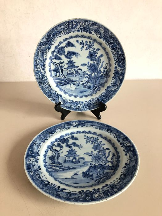 Plates - garden decor with pagoda and railing (2) - Porcelain - China - 18th century