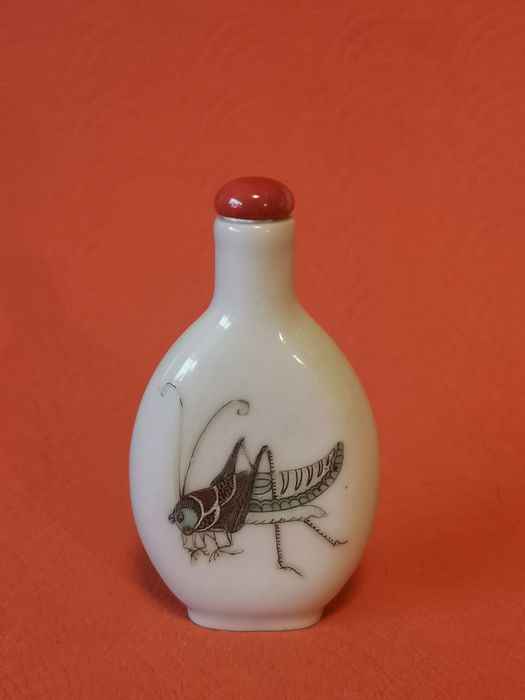 Snuff bottle (1) - Famille rose - Porcelain - Grasshoppers - 一鸣惊人 - China - Qing Dynasty (1644-1911)
