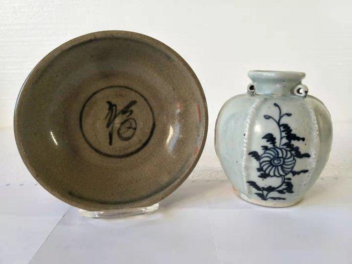 Bowl, Ginger jar (2) - Blue and white - Porcelain - China - Qing Dynasty (1644-1911)