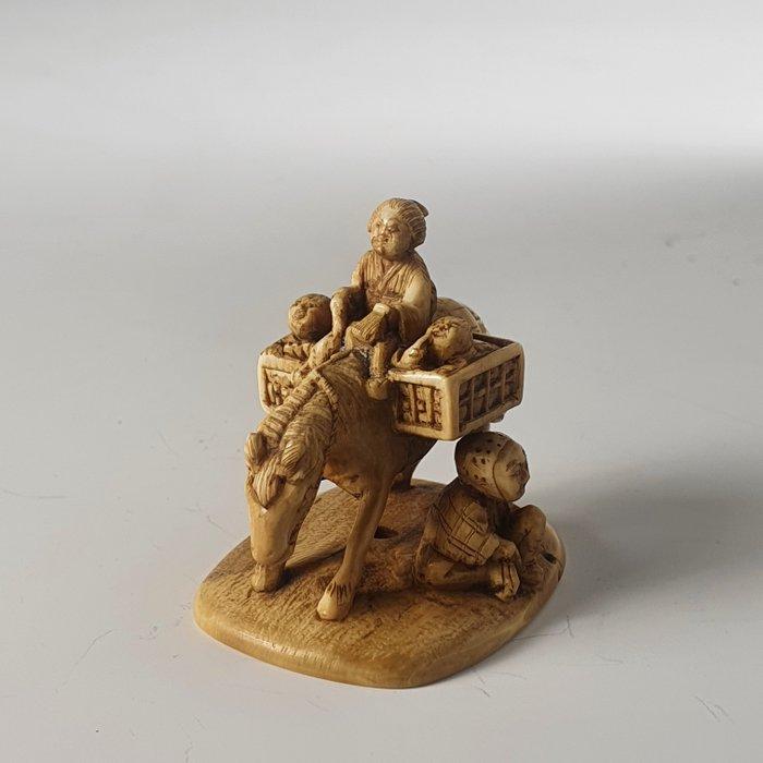 Netsuke - Elephant ivory - Shungyoku - Japan - Meiji period (1868-1912)