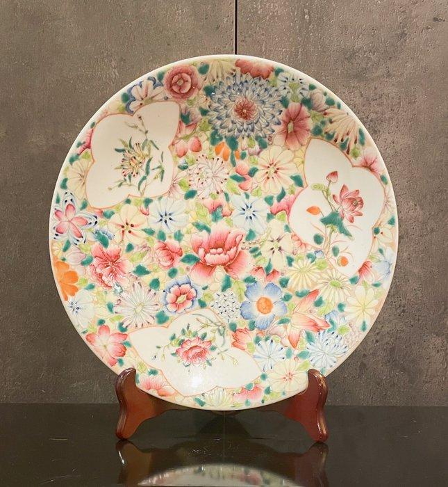 Plate (1) - Mille fleur - Porcelain - China - Qing Dynasty (1644-1911)