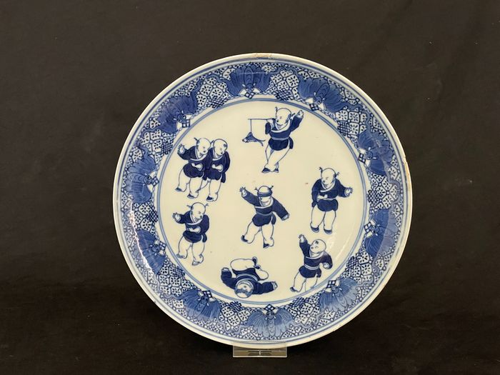 Plate (1) - Blue and white - Porcelain - Spelende Zotjes - China - 19th century